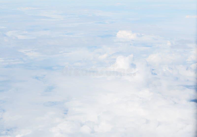 Ciel avec pelucheux images libres de droits