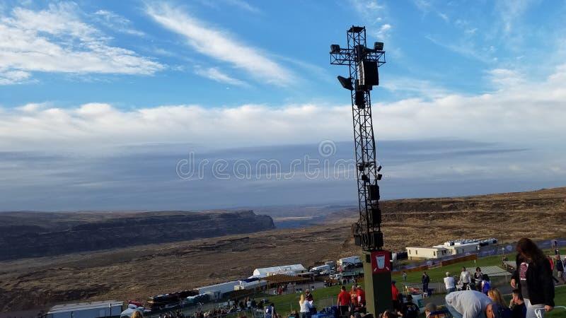 Ciel bleu au-dessus d'amphithéâtre de gorge photos libres de droits