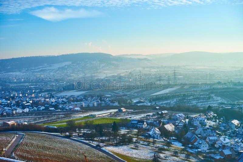 Ciel bleu avec briller jaune dans Remstal Allemagne photo stock