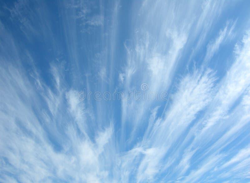 Ciel bleu avec des nuages photographie stock libre de droits