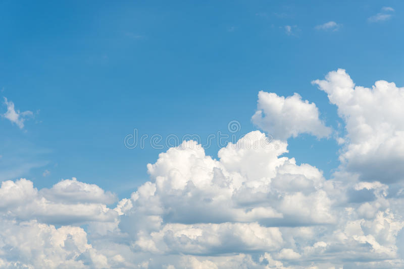 Ciel bleu clair gentil images libres de droits