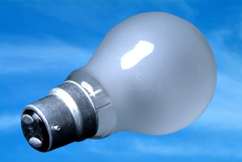 Ciel bleu d'ampoule photo stock