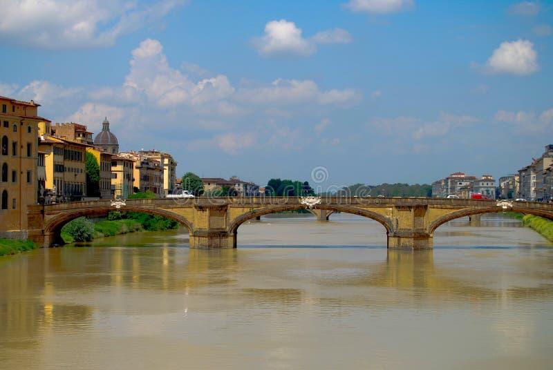 Ciel bleu de Florence Tuscany Italy Under Bright de pont de Ponte Vecchio de point de repère photo libre de droits
