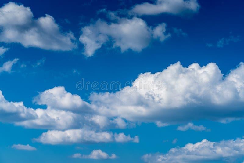 Download Ciel bleu de nuage image stock. Image du été, lumineux - 87705393