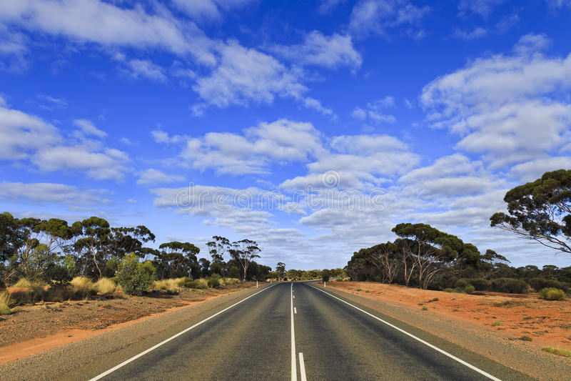 Ciel bleu de route de WA photographie stock