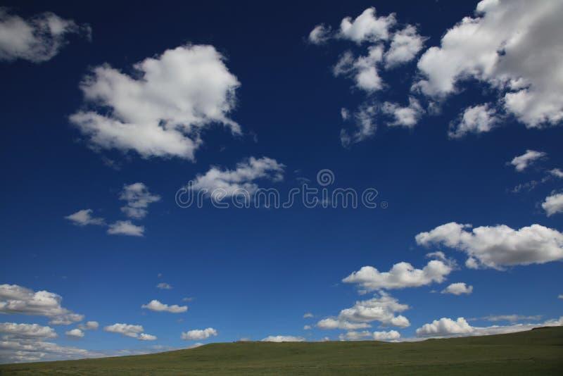 Ciel bleu en Mongolie images stock
