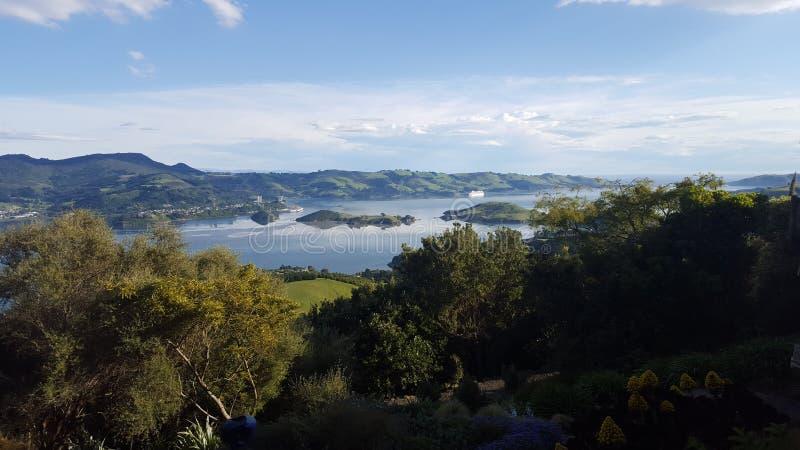 Ciel bleu ensoleillé de paysage de querelle de Dunedin photo libre de droits