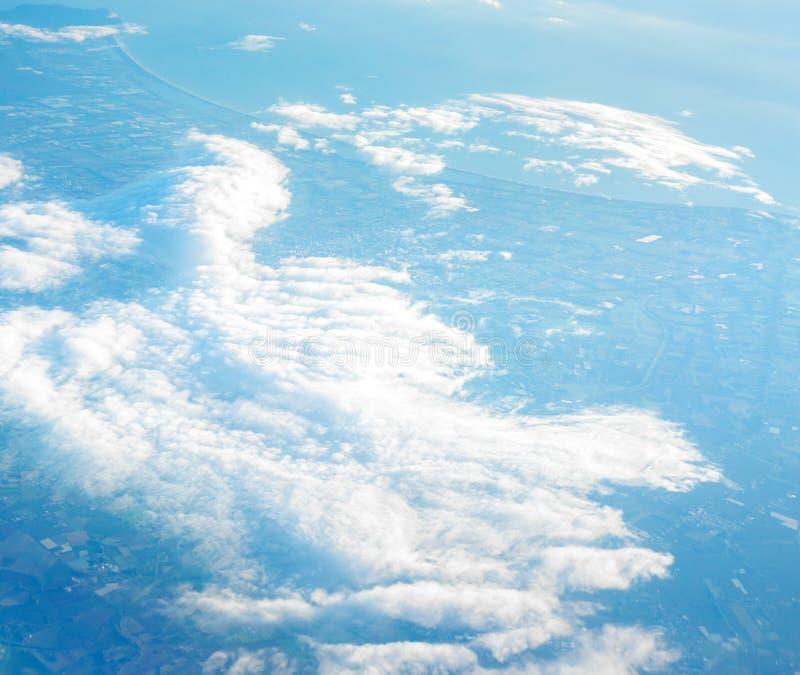 Ciel bleu et nuage blanc images stock