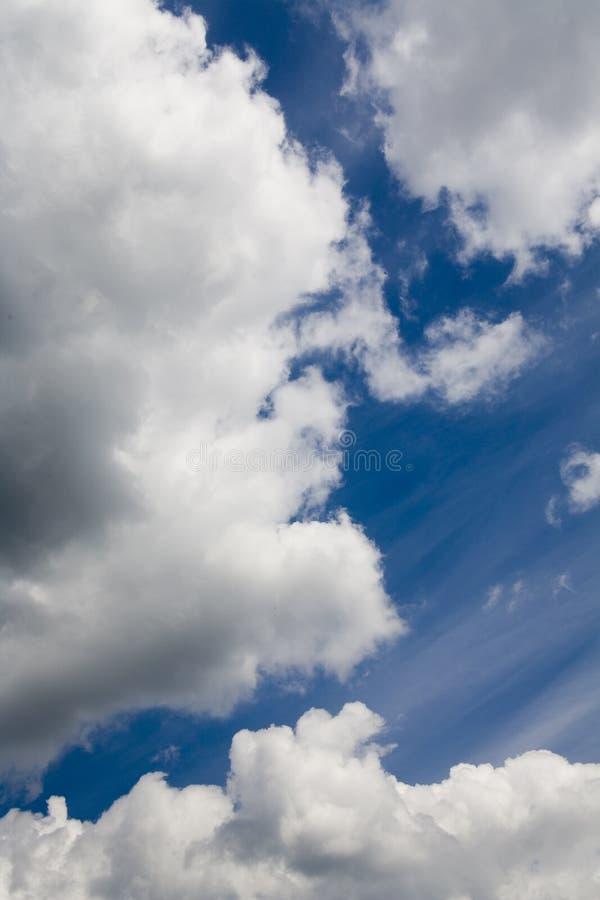 Download Ciel bleu et nuages image stock. Image du normal, nuage - 727981