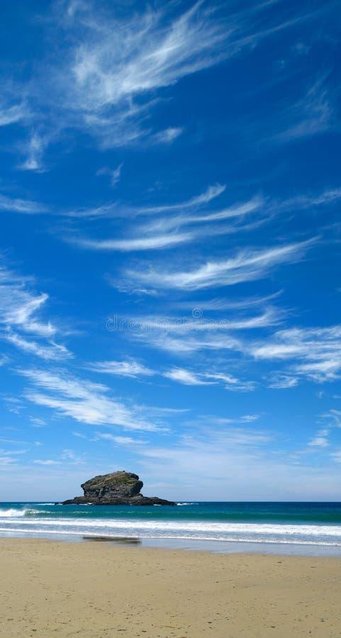 Ciel bleu et nuages blancs. photographie stock libre de droits