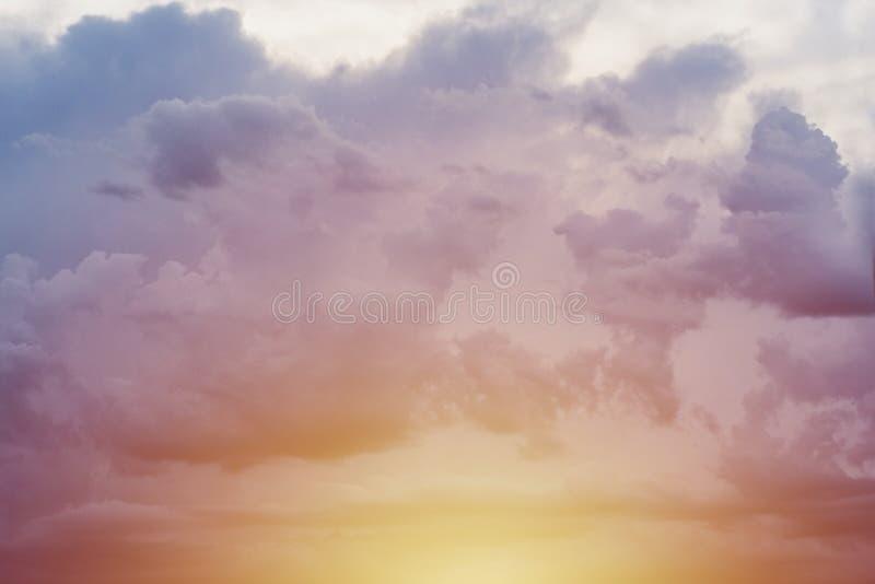 Ciel bleu jaune de coucher du soleil photos libres de droits