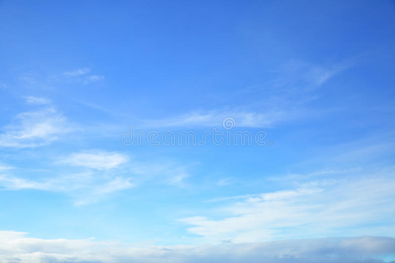 Ciel bleu presque clair images stock