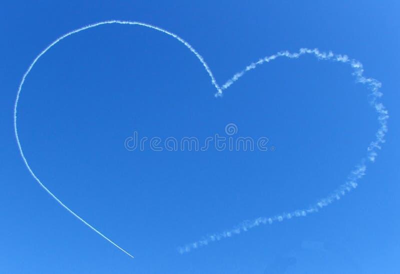 Ciel - coeur de flot d'avion à réaction image libre de droits