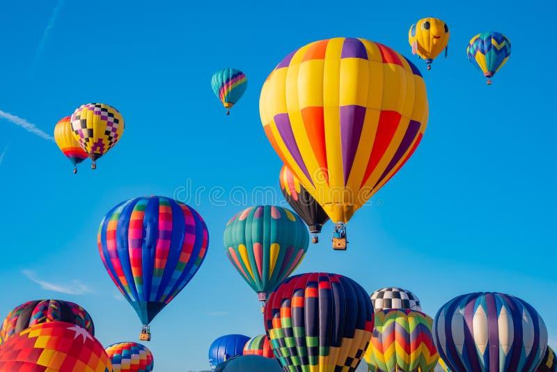 Ciel complètement des ballons photographie stock