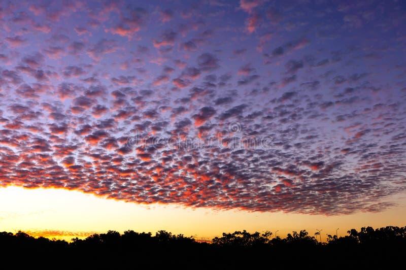 Ciel crépusculaire coloré image libre de droits
