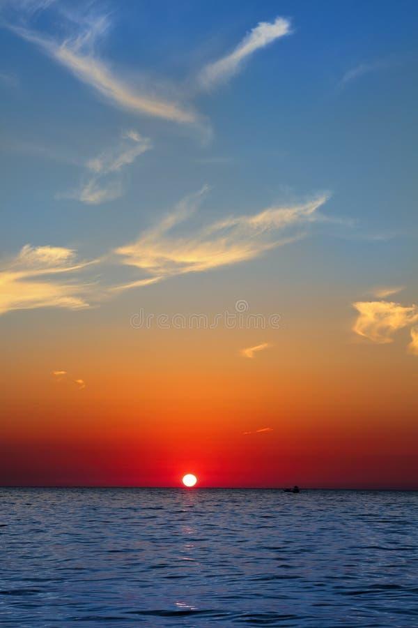 Ciel D Or Bleu De Rouge D Océan De Mer De Paysage Marin De Lever De Soleil Images libres de droits