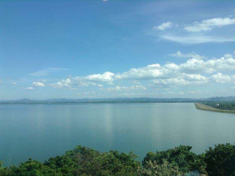 Ciel d'espace libre de vue de barrage images stock