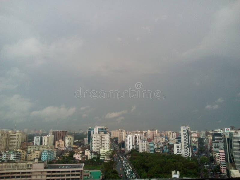 Ciel dans la ville de Dhaka photographie stock