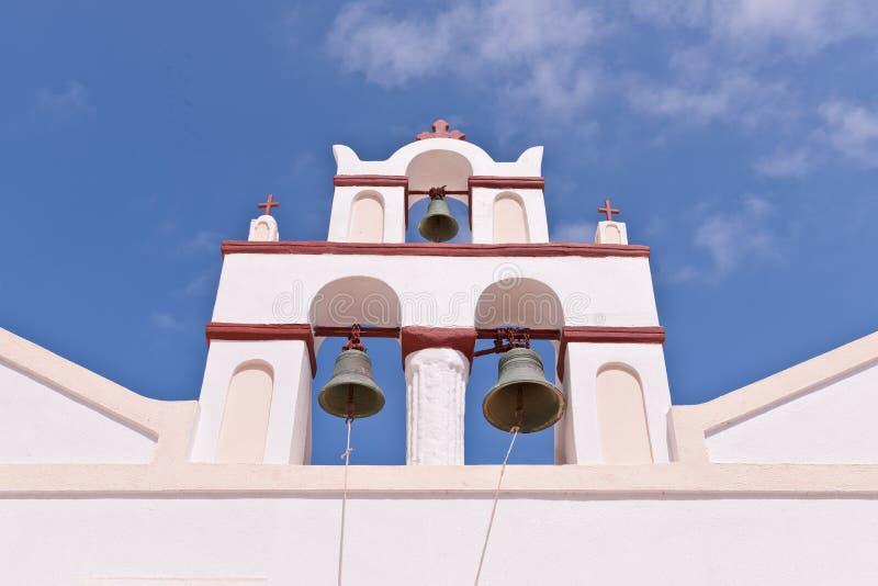 Ciel de Bells d'église de Santorini Grèce Oia images stock