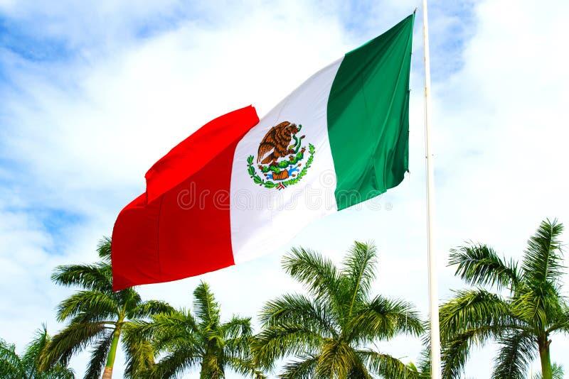 Ciel de drapeau du Mexique photo stock
