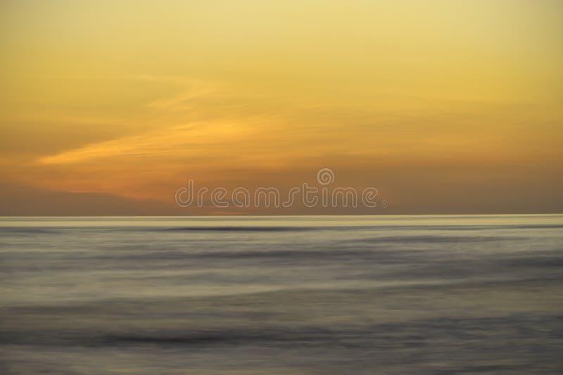 Ciel de flambage au-dessus du Pacifique photo libre de droits