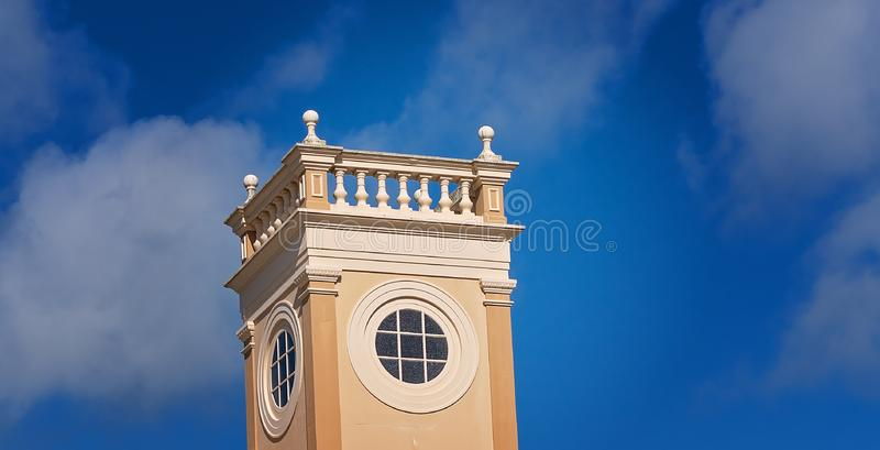 Ciel de Hall Building Turret Against Blue de ville photographie stock