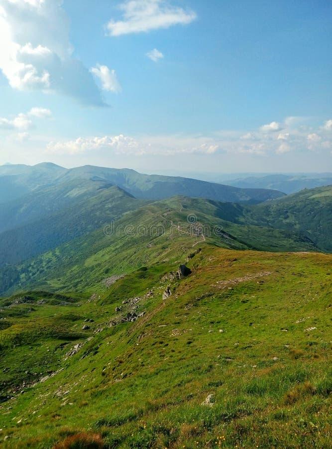 Ciel de l'Ukraine de montagnes images libres de droits