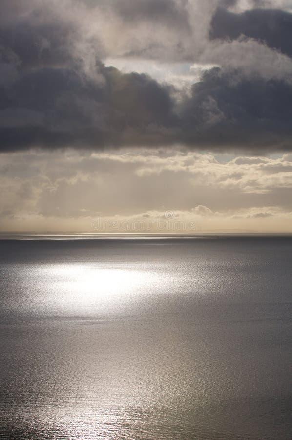 Ciel de mer calme images stock