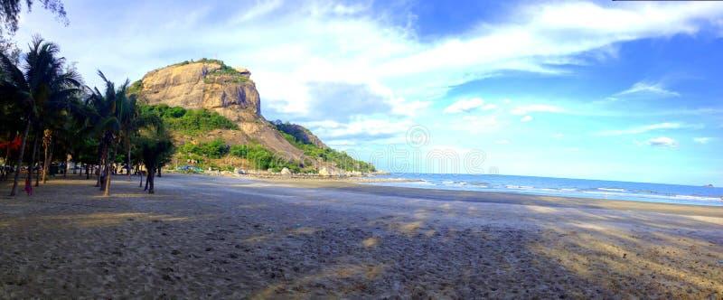 Ciel de mer de montagne de plage images libres de droits