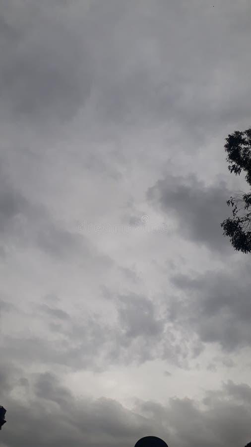 Ciel de Wonderfull dans le temps de pluie photographie stock