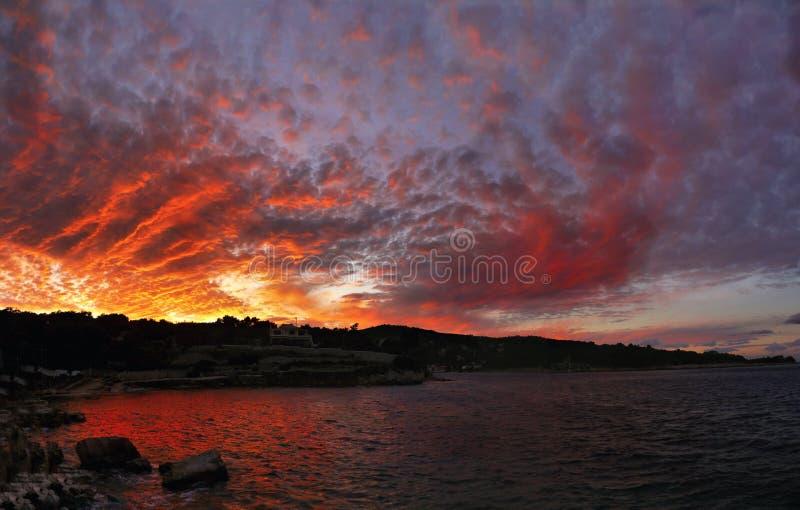 Ciel dramatique, coucher du soleil image stock