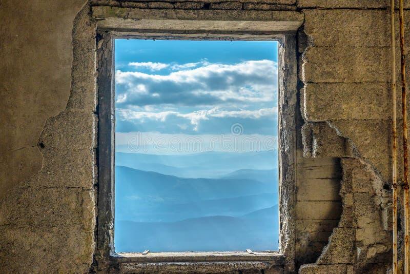 Ciel dramatique scénique de Mountain View de fenêtre images libres de droits