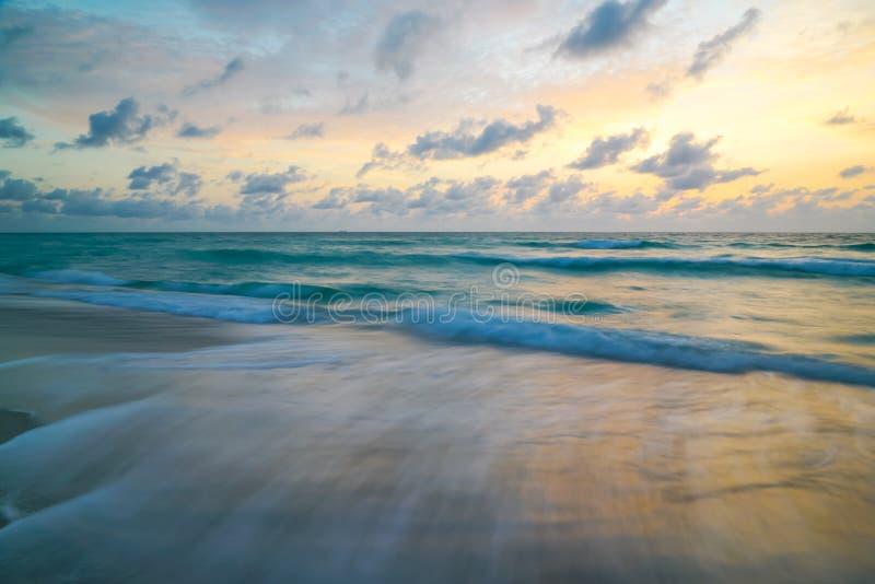 Ciel en pastel d'océan photos libres de droits