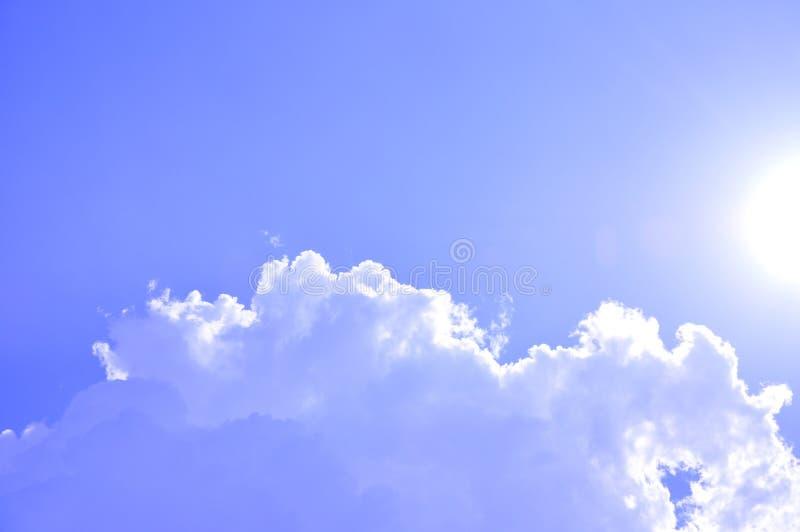 Ciel ensoleillé images libres de droits