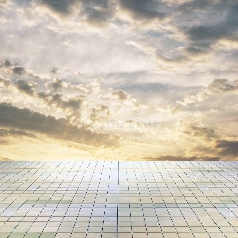 Ciel et étage de coucher du soleil photographie stock