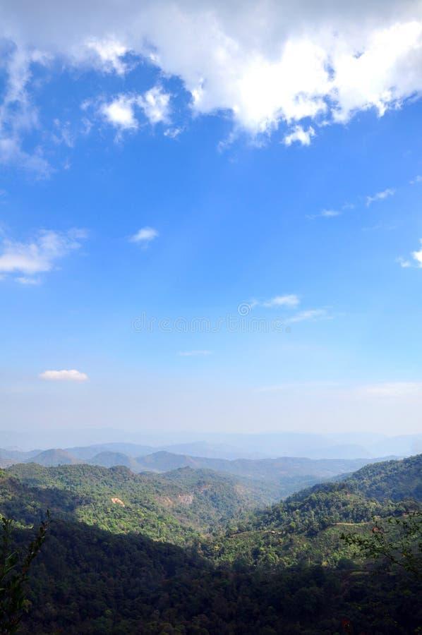 Ciel et montagne photographie stock