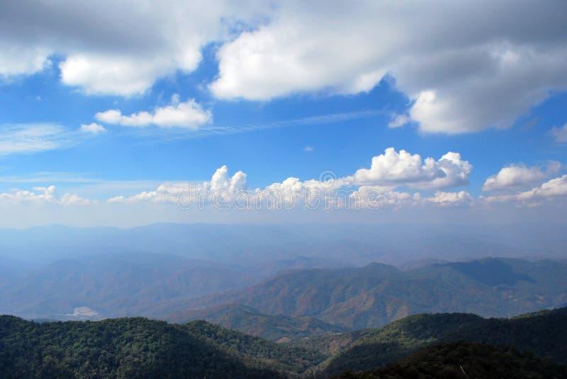 Ciel et montagne photo libre de droits