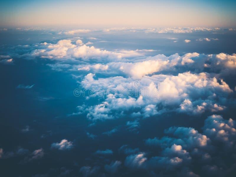 Ciel et nuages d'air de l'espace de l'atmosphère photographie stock