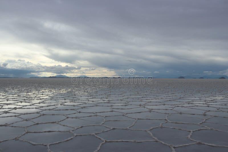 Download Ciel Et Réflexion Au-dessus Du Sel D'Uyuni Plat Photo stock - Image du destination, impressionnant: 87703806