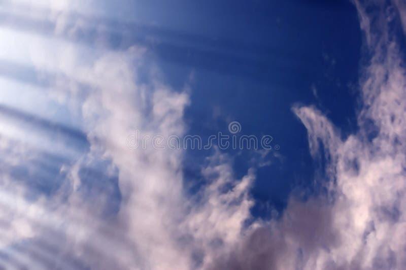 Ciel et rayons de lumière images libres de droits