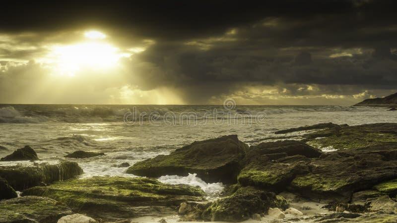 Ciel et vagues de l'océan Storm photographie stock