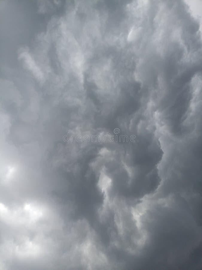 Ciel gris-foncé photographie stock libre de droits