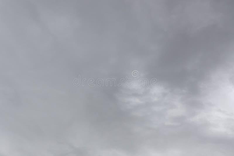Ciel gris, pluie Nuages noirs au-dessus d'horizon, obscurit?, grise photos libres de droits