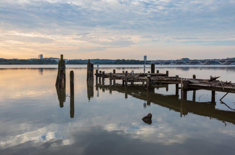 Ciel matinal au-dessus de la rivière Potomac Alexandria VA Waterfront photographie stock
