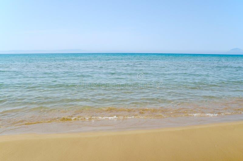 Ciel, mer et sable image stock