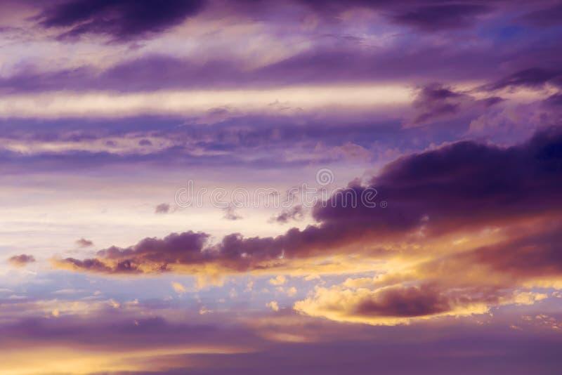Ciel merveilleux pourpre photos stock