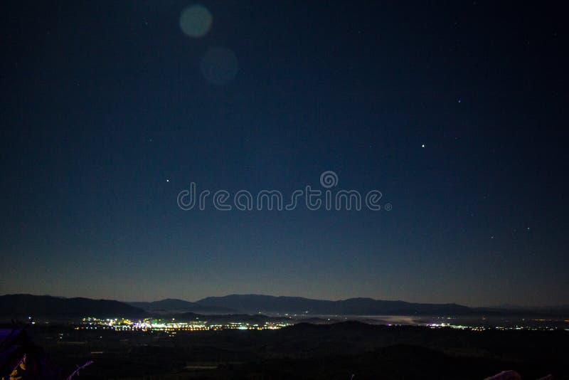 Ciel nocturne, étoiles et lune photos libres de droits