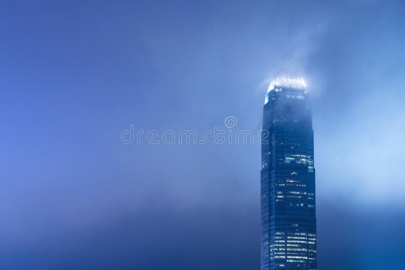 Ciel nocturne avec le centre IFC, Hong Kong Building, Hong Kong de la finance internationale deux photographie stock