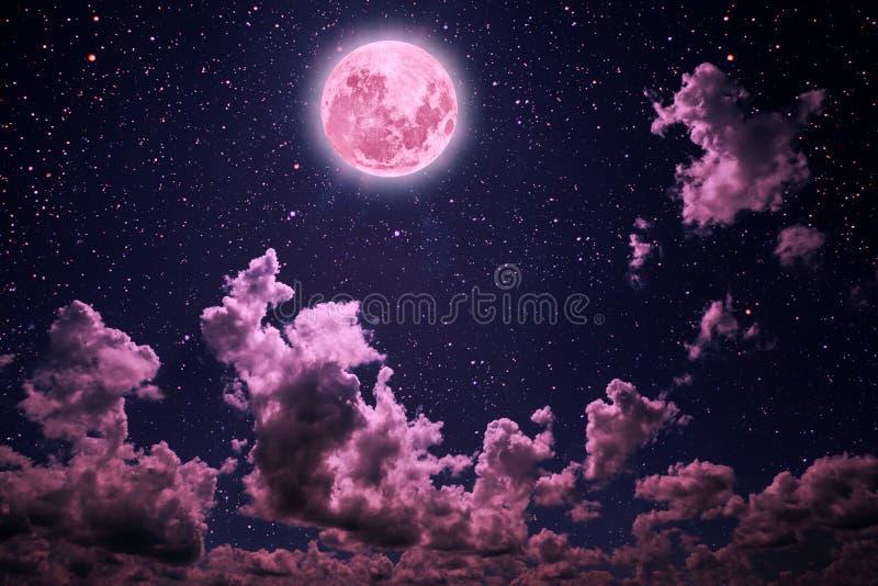 Ciel nocturne de milieux avec les étoiles et la lune et les nuages Couleur rose en plastique images stock