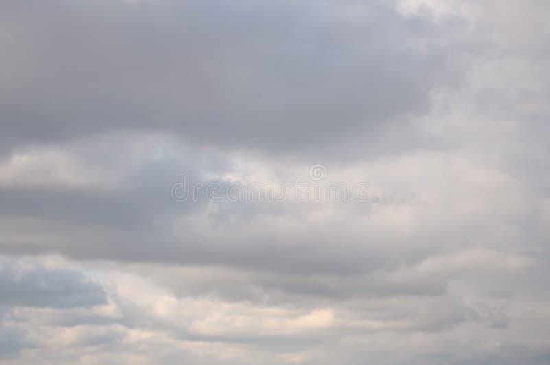 Ciel nuageux d'hiver photo stock